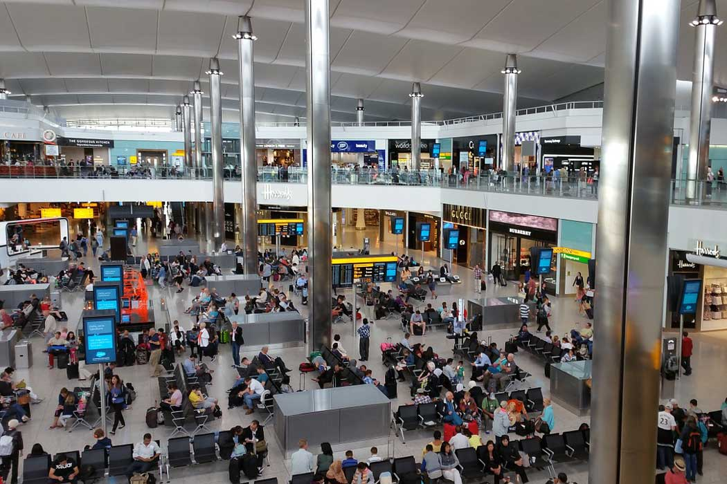 Inside terminal 2 at London Heathrow Airport (photo Rachel Moore from Pixabay)