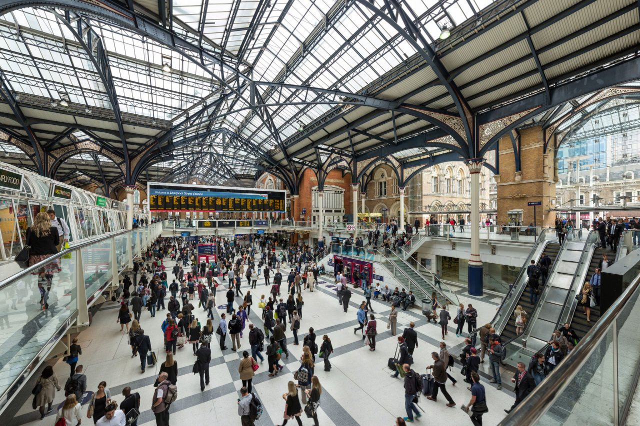 Looking east in the main concourse of London Liverpool Street railway station (Photo David Iliff [CC BY-SA 3.0], from Wikipedia)