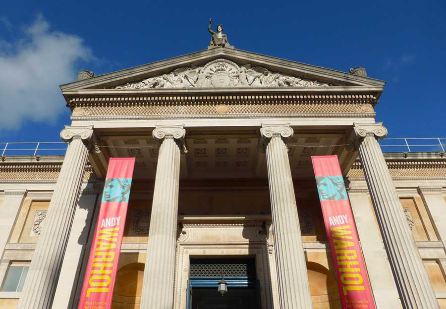 The entrance to the Ashmolean Museum in Oxford, Oxfordshire (Photo: Sarah Casey [CC BY-SA 4.0])