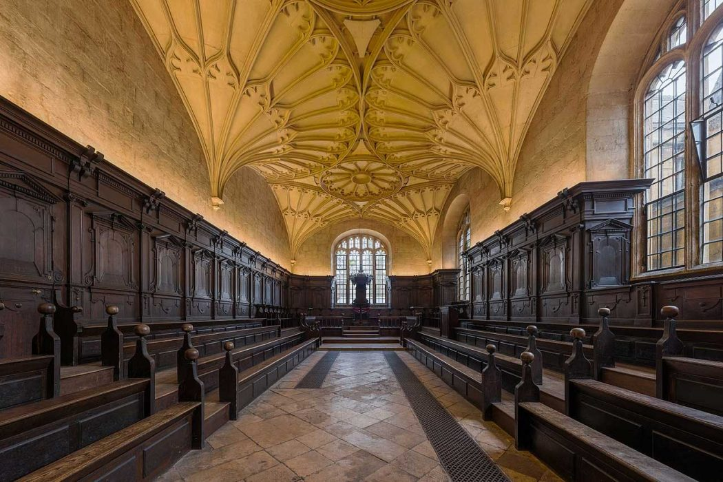 The interior of Convocation House at the Bodleian Library at the University of Oxford in Oxford, Oxfordshire (Photo: David Iliff [CC BY-SA 3.0])