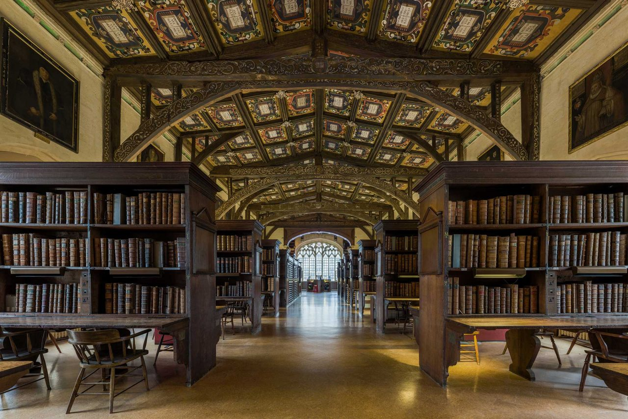 The interior of Duke Humfrey's Library at the Bodleian Library at the University of Oxford in Oxford, Oxfordshire (Photo: David Iliff [CC BY-SA 3.0])