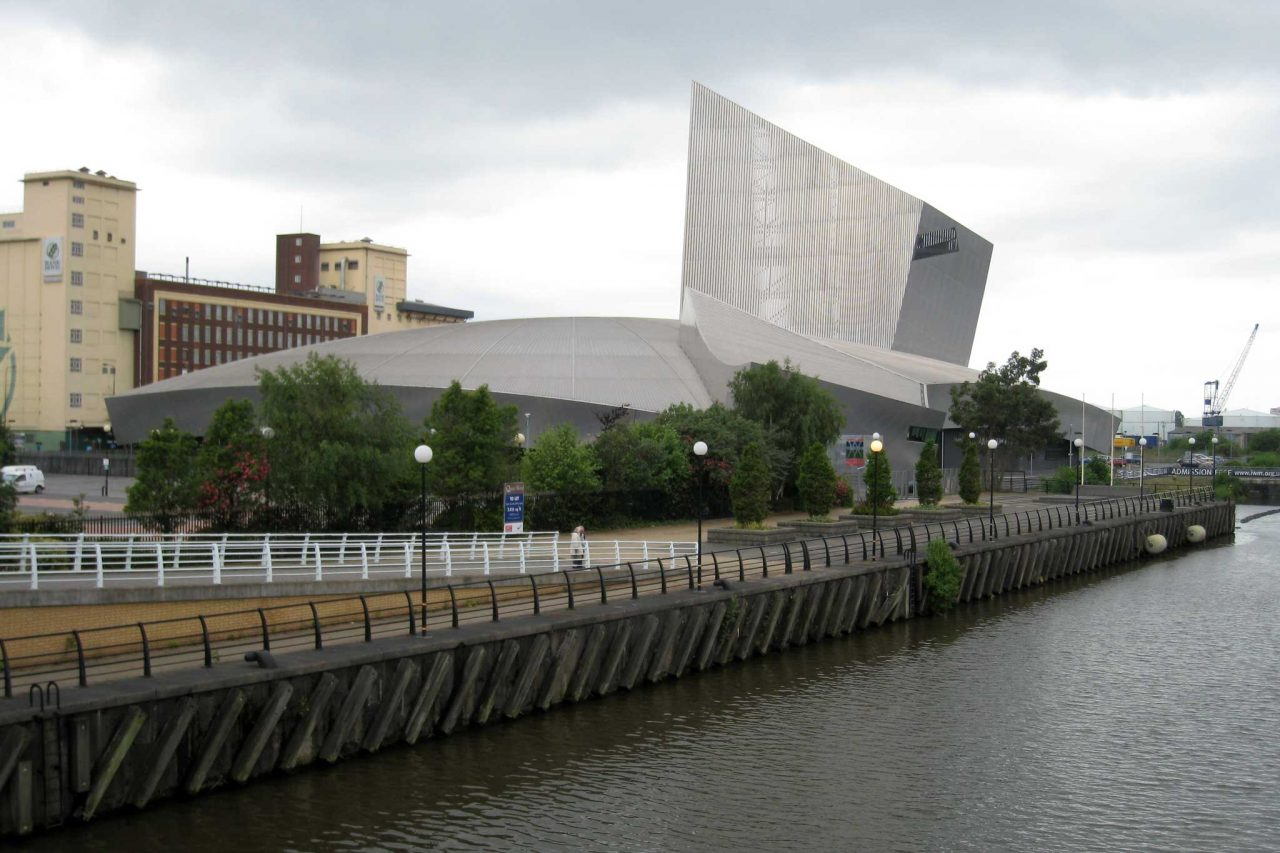 Imperial War Museum North in Salford Quays, Greater Manchester (Photo: Bernt Rostad [CC BY-SA 2.0], from Flickr)