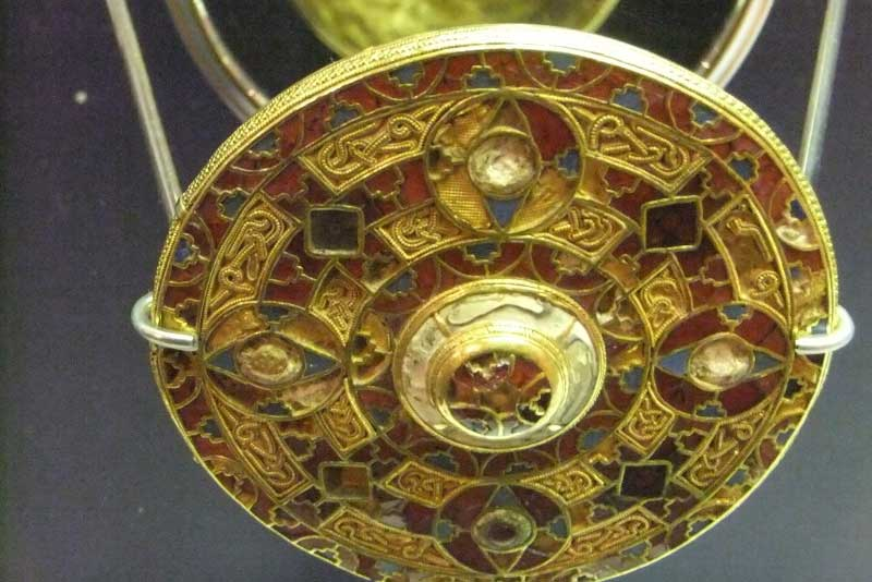 The Kingston Brooch in the World Museum was unearthed in Kingston Down, Kent. The brooch, which dates from the 7th century, is the largest known Anglo-Saxon composite brooch. (Photo: Reptonix [CC BY-SA 3.0])