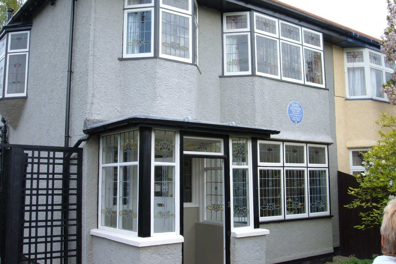 "John Lennon's childhood home ""Mendips"" at 251 Menlove Avenue in Woolton, Liverpool (Photo: Havaska [CC BY-SA 3.0], from Wikipedia)"