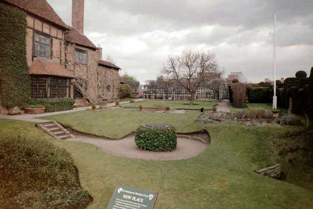 The gardens at Shakespeare's New Place in Stratford-upon-Avon, Warwickshire (Photo: Keith Edkins [CC BY-SA 2.0])