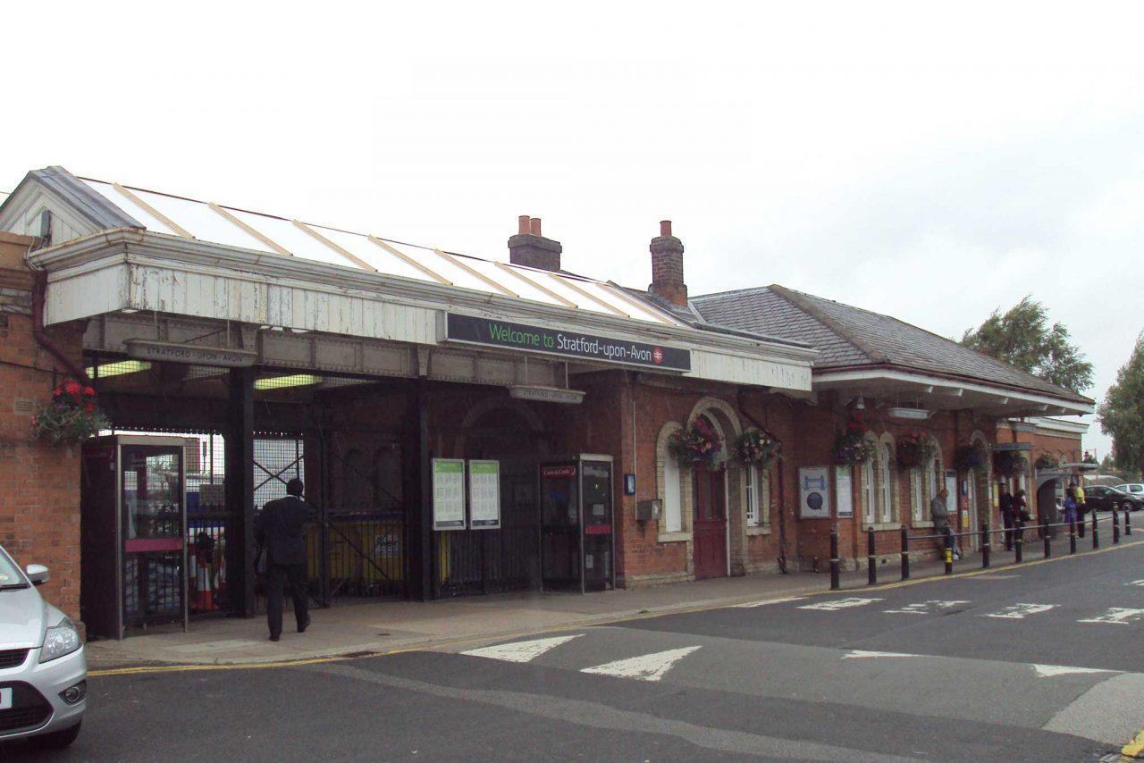 Stratford-upon-Avon railway station in Stratford-upon-Avon, Warwickshire (Photo: Rept0n1x [CC BY-SA 3.0])