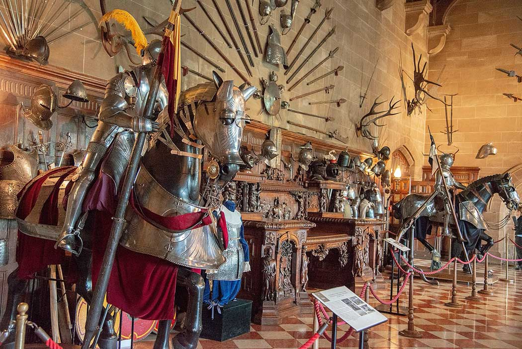 The Great Hall is one of England's most impressive displays of armour outside the Royal Armouries or the Tower of London. (Photo: Peter K Burian [CC BY-SA 4.0])