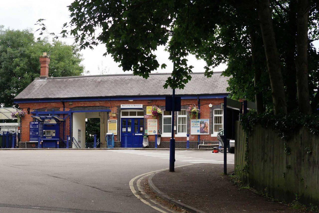 Warwick railway station in Warwick, Warwickshire (Photo: Peter Trimming [CC BY-SA 2.0])