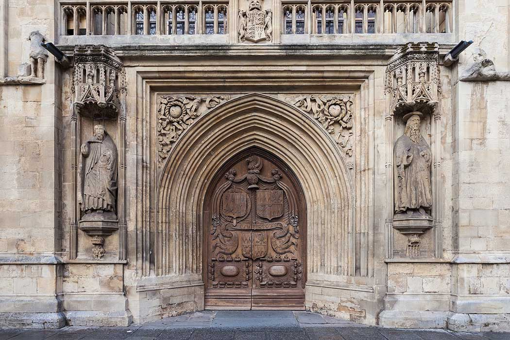 Bath Abbey's 16th-century West Door. (Photo: Diego Delso [CC BY-SA 4.0])