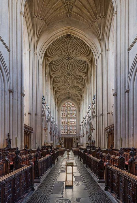 Bath Abbey looking west from the choir showing the more recent portion of the abbey's fan-vaulted ceiling. (Photo by David Iliff. Licence: [CC BY-SA 3.0])