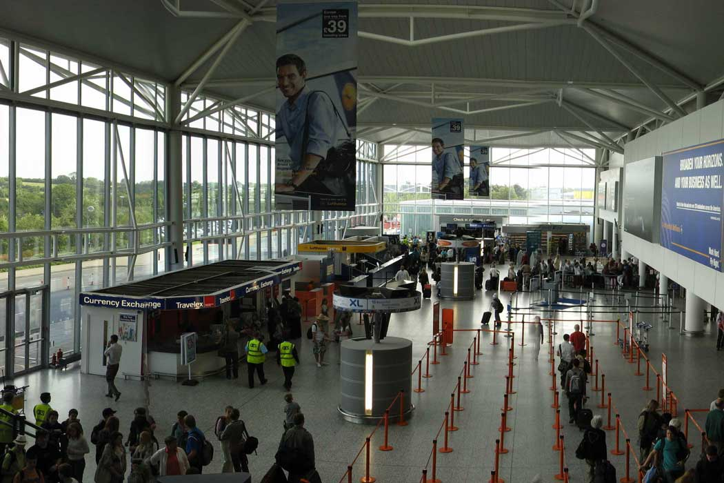 The check-in area inside Bristol Airport (Photo: Rwendland [CC BY-SA 3.0])
