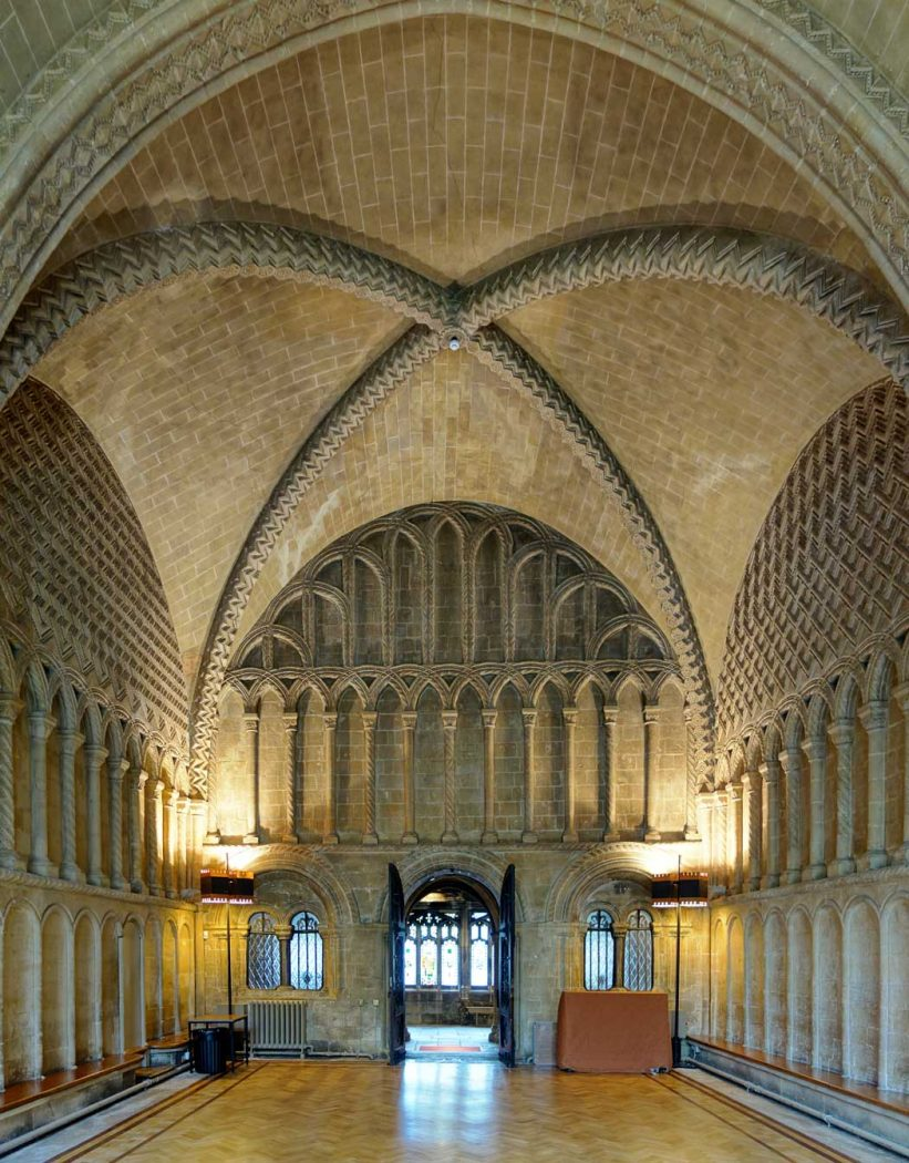 The cathedral's chapter house dates from the late Normal period. (Photo: Velvet [CC BY-SA 3.0])