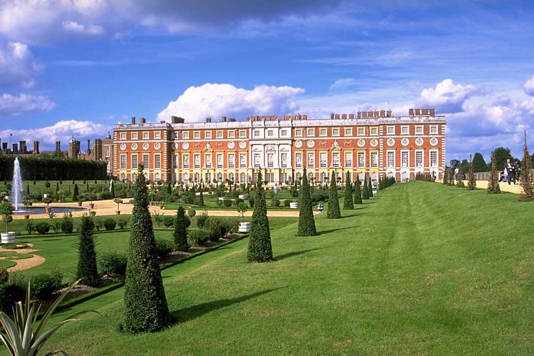 Hampton Court Palace near London (Photo: Andreas Tille [CC BY-SA 4.0]