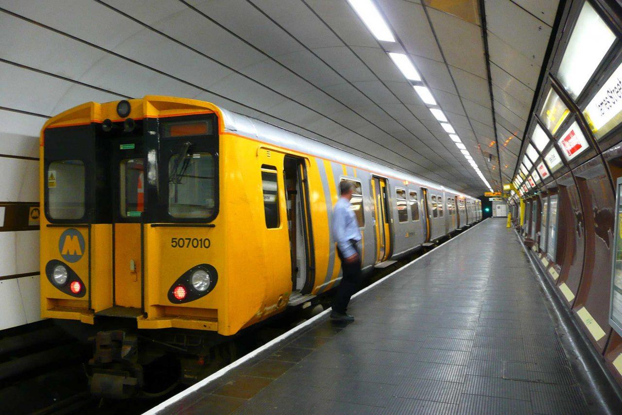 https://englandrover.com/wp-content/uploads/2018/09/merseyrail-liverpool-1280x854.jpg