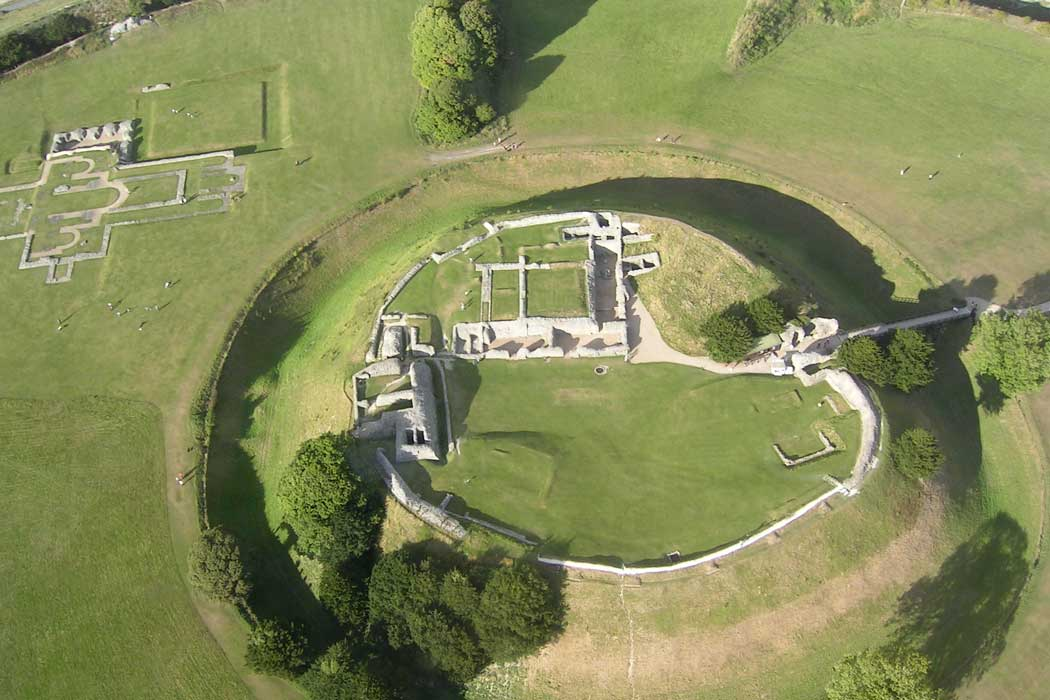Aerial view of Old Sarum showing the foundations of the cathedral and the remains of the castle. (Photo: MARKEDWARDS [CC BY-SA 4.0])
