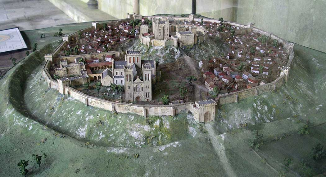 A model showing how Old Sarum would have appeared during the 12th century.