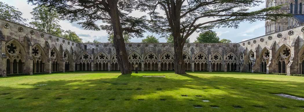 The cloisters at Salisbury Cathedral are England's largest. (Photo: Diego Delso [CC BY-SA 4.0])