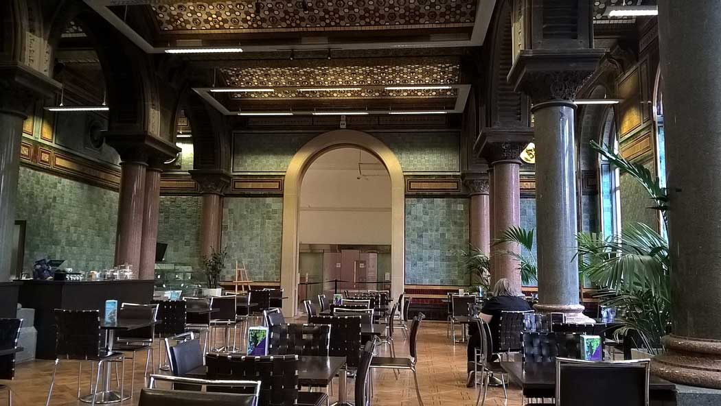 The Tiled Hall Cafe was originally Leeds Central Library's main reading room and after an extensive renovation project in 2007, it is now one of Leeds' most iconic eateries. (Photo: Chemical Engineer [CC BY-SA 4.0])