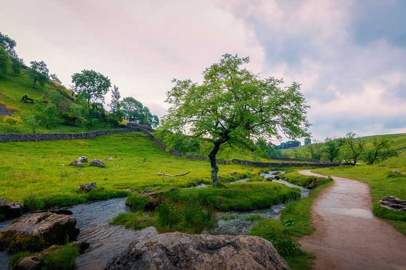 https://englandrover.com/wp-content/uploads/2018/10/malham-north-yorkshire.jpg