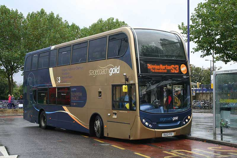 The Stagecoach Gold S3 bus from Oxford to Chipping Norton, via Woodstock, at Oxford railway station in Oxford, Oxfordshire (Photo: Au Morandarte [CC BY-SA 2.0])