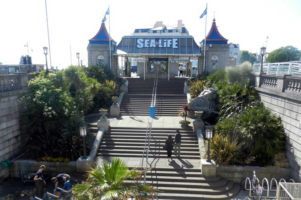 The entrance to the SEA LIFE Brighton aquarium in Brighton, East Sussex. (Photo: James Denham [CC BY-SA 2.0])