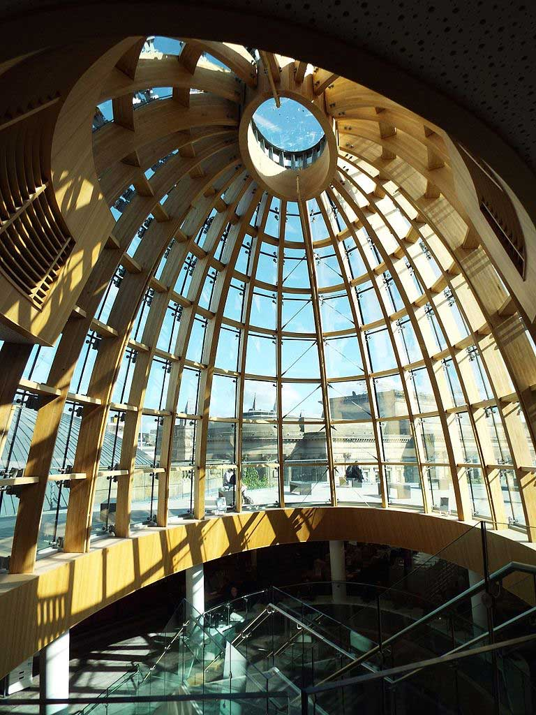 The glass dome of the Liverpool Central Library looking out towards the rooftop terrace. (Photo: Gaialy [CC BY-SA 4.0])