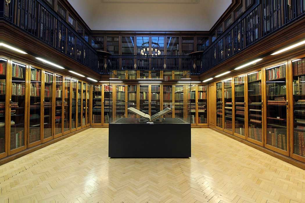 A copy of Audubon's The Birds of America in a glass case in the centre of the Oak Room at the Hornby Library. (Photo: Rodhullandemu [CC BY-SA 4.0])