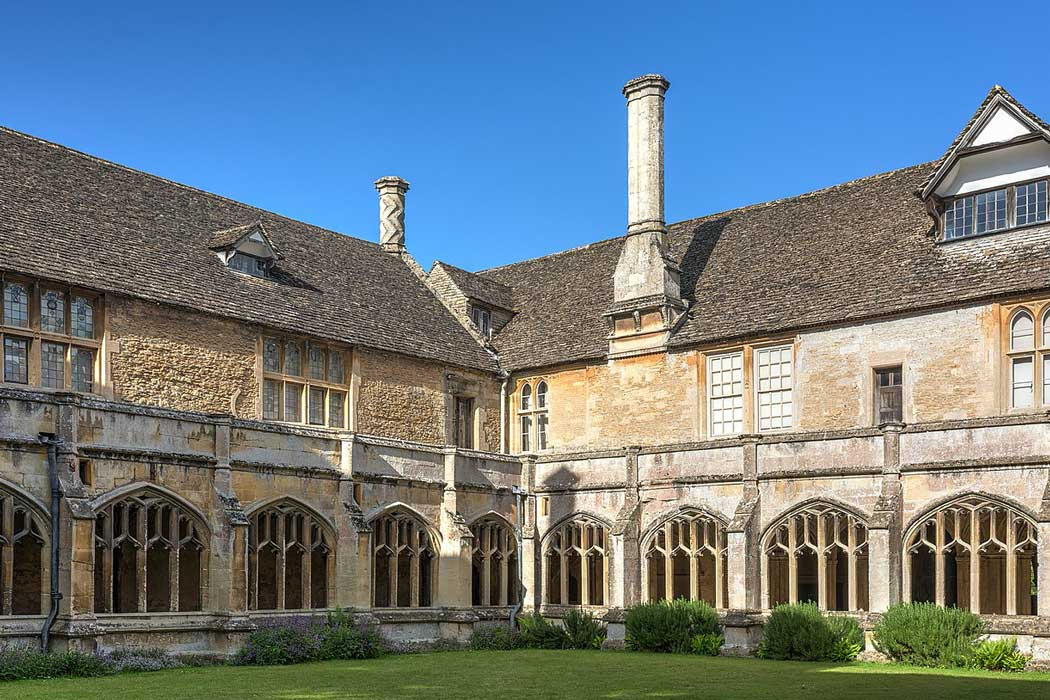 The internal courtyard surrounded on three sides by Lacock Abbey's 13th-century cloisters. (Photo by David Iliff. Licence: [CC BY-SA 3.0])