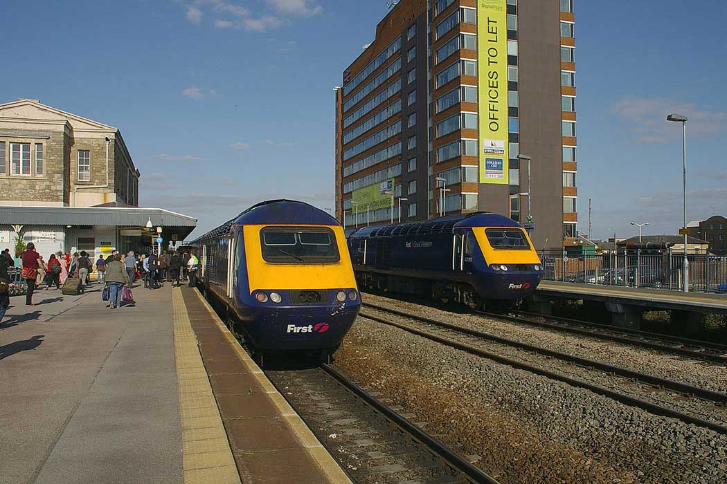 There are frequent trains from Swindon to Bath, Bristol, Cardiff and London Paddington. Swindon railway station is located at the northern edge of the town centre. (Photo: mattbuck [CC BY-SA 3.0])