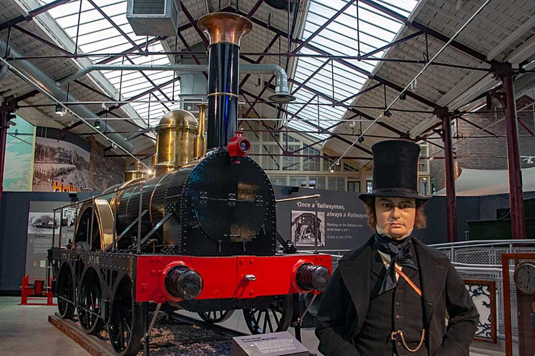 Isambard Kingdom Brunel and a replica of North Star. (Photo: Murgatroyd49 [CC BY-SA 4.0])