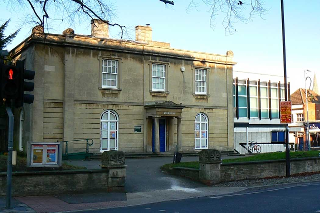The Swindon Museum and Art Gallery is a regional museum in Swindon's Old Town with a range of exhibits including several interesting displays about Swindon's local history and culture. (Photo: Brian Robert Marshall [CC BY-SA 2.0])
