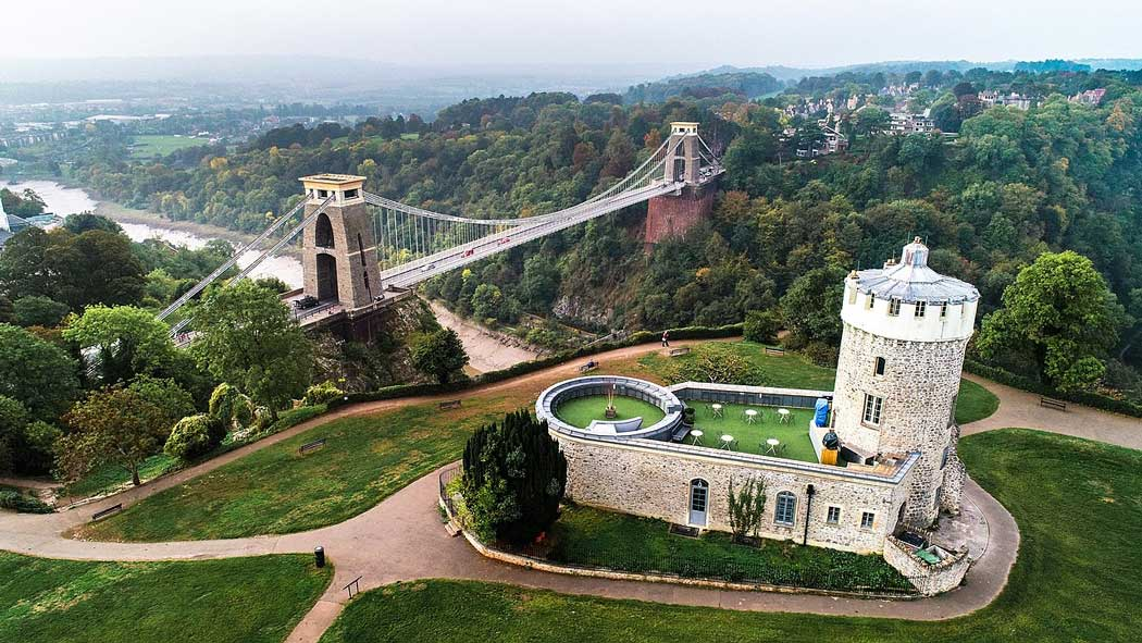 The Clifton Observatory has a brilliant setting on a hilltop offering spectacular views of Clifton Suspension Bridge and the Avon Gorge. (Photo: Chris Latham-Sharp [CC BY-SA 4.0])