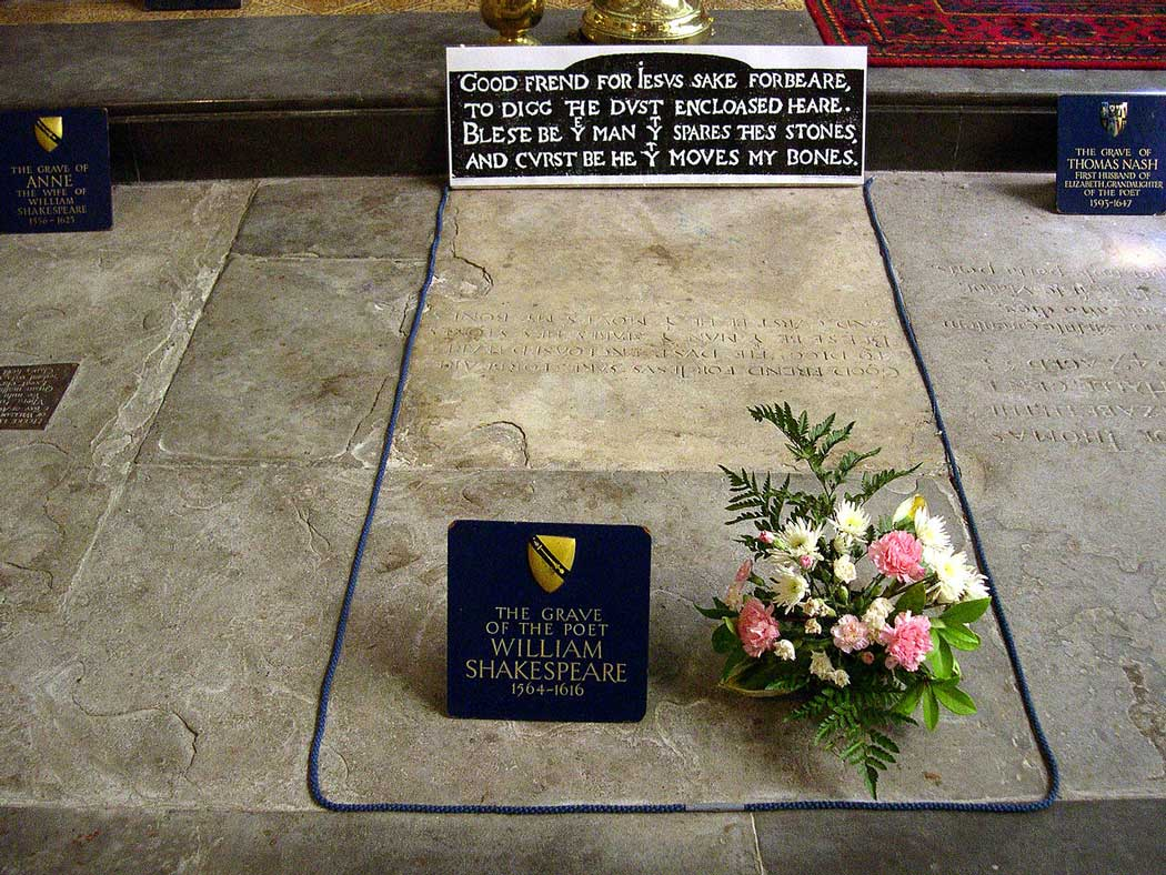 William Shakespeare's grave lies between Anne Hathaway's grave and Thomas's Nash's grave. (Photo: David Jones [CC BY-SA 2.0])