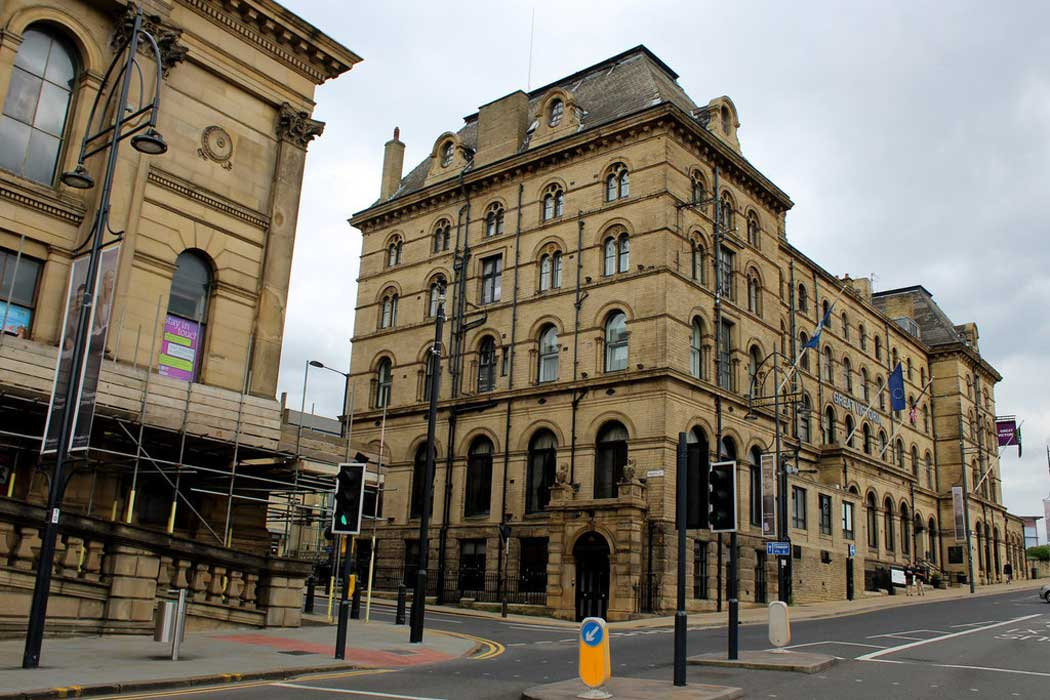 The Great Victoria Hotel is conveniently located to Bradford Interchange coach and railway station. (Photo: Chris Heaton [CC BY-SA 2.0])