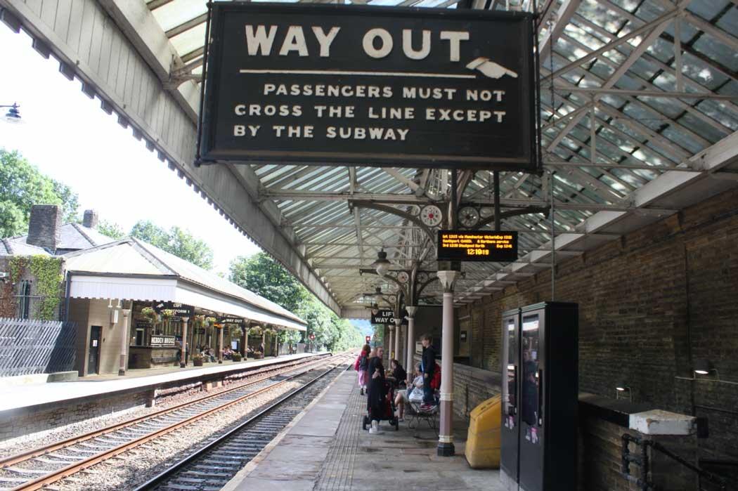 Hebden Bridge railway station has regular trains to Bradford, Halifax, Leeds and Manchester. (Photo: Geof Sheppard [CC BY-SA 4.0])