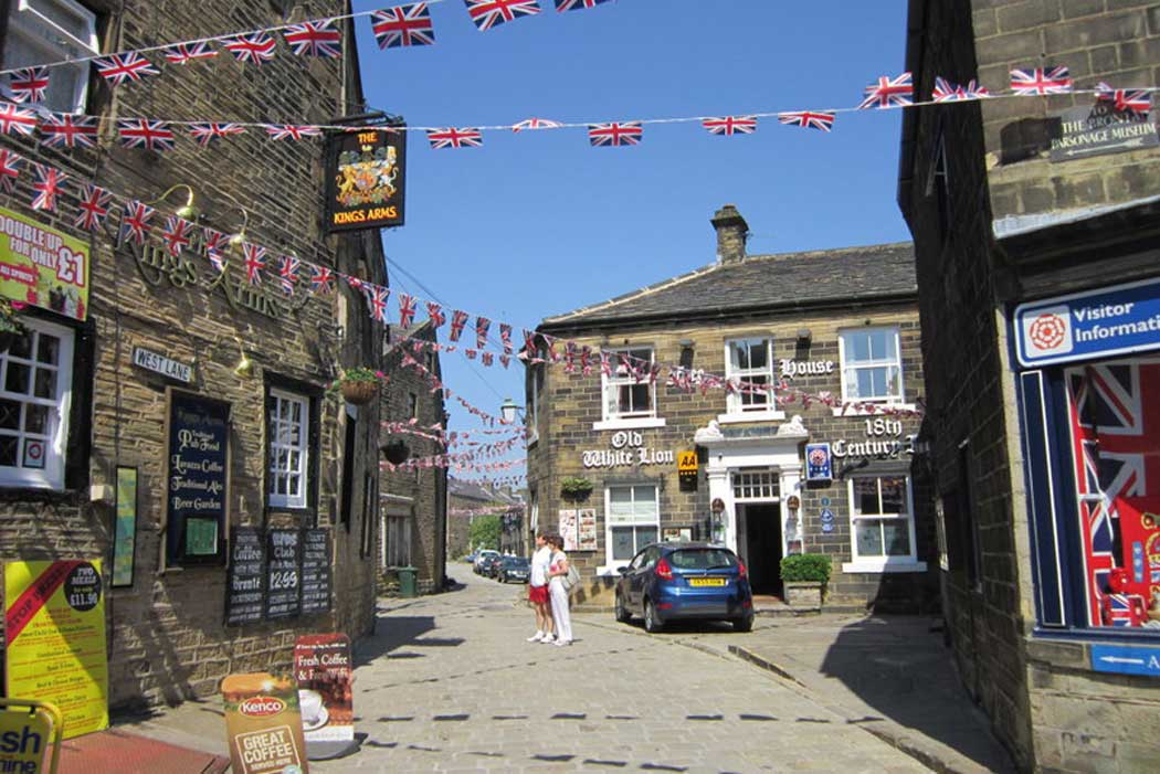The Old White Lion Hotel is a traditional 18th-century coaching inn that is rumoured to be haunted. It has an excellent location in the heart of Haworth's village centre. (Photo: Ian S [CC BY-SA 2.0])