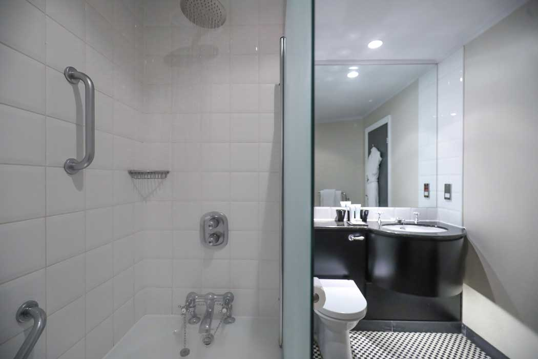 The en suite bathrooms in the smaller rooms have showers over the bath but larger rooms have proper rainfall showers. (Photo: Malmaison Hotels [CC BY-ND 2.0])