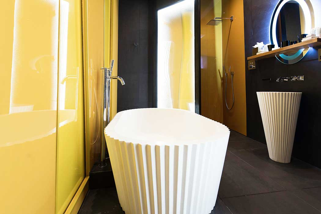 The en suite bathroom in the hotel's Surrealism Suite. (Photo: Malmaison Hotels [CC BY-ND 2.0])