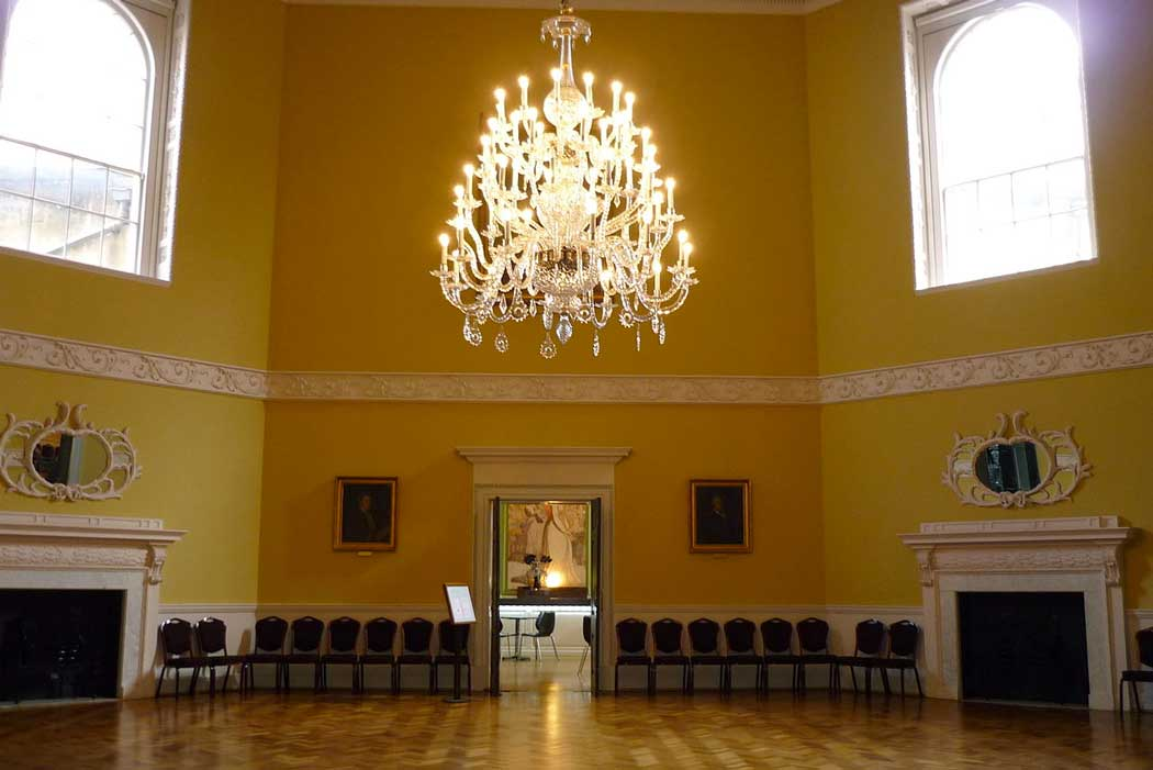 The Octagon Room at the Bath Assembly Rooms. (Photo: Glitzy queen00 [CC BY-SA 3.0])