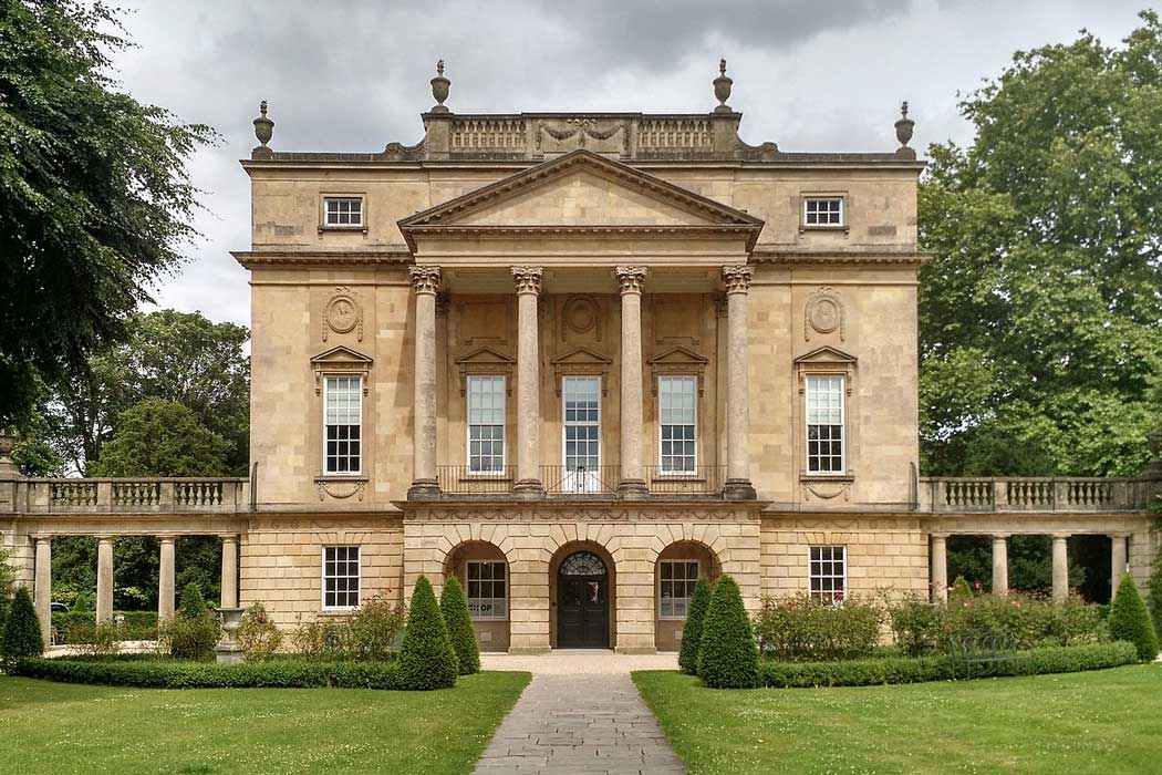 The Holburne Museum is at the northeastern end of Great Pulteney Street. The building was used as Lady Danbury's townhouse in Bridgerton. (Photo: David A Russo [CC BY-SA 4.0])