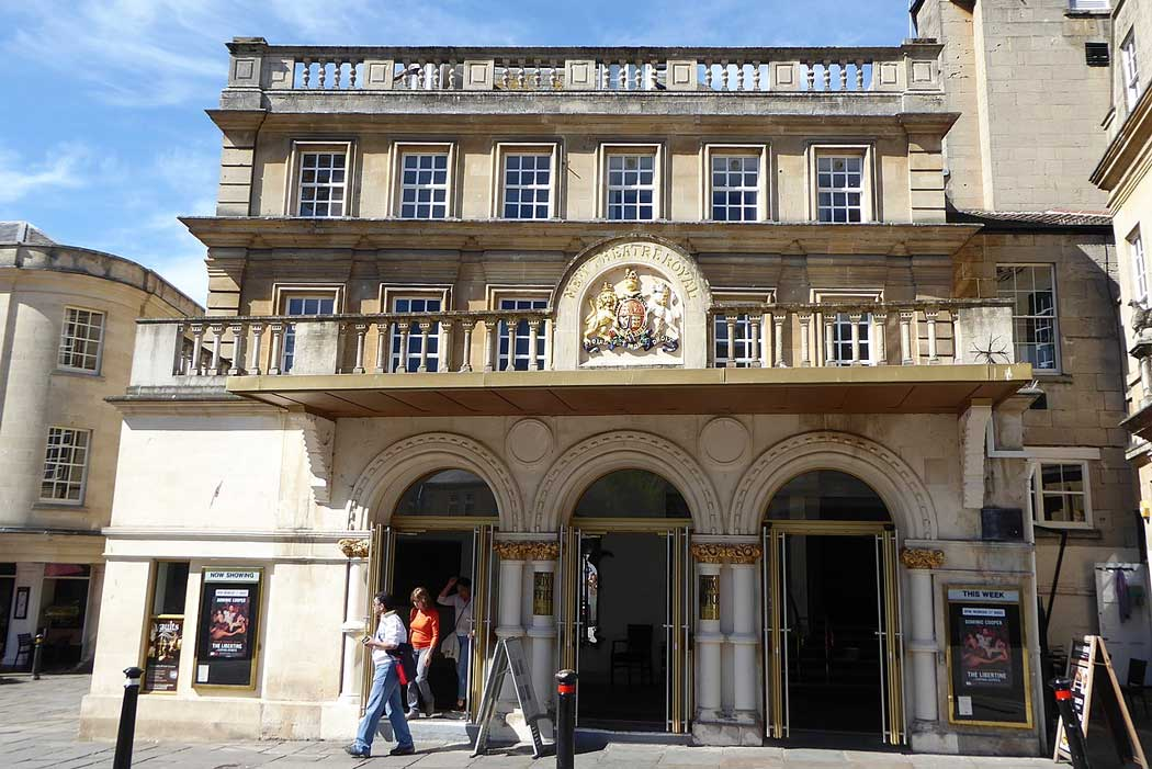 The main Saw Close entrance to the Theatre Royal Bath. The theatre has been described as 'one of the most important surviving examples of Georgian theatre architecture'. (Photo: Graemesavage14 [CC BY-SA 4.0])